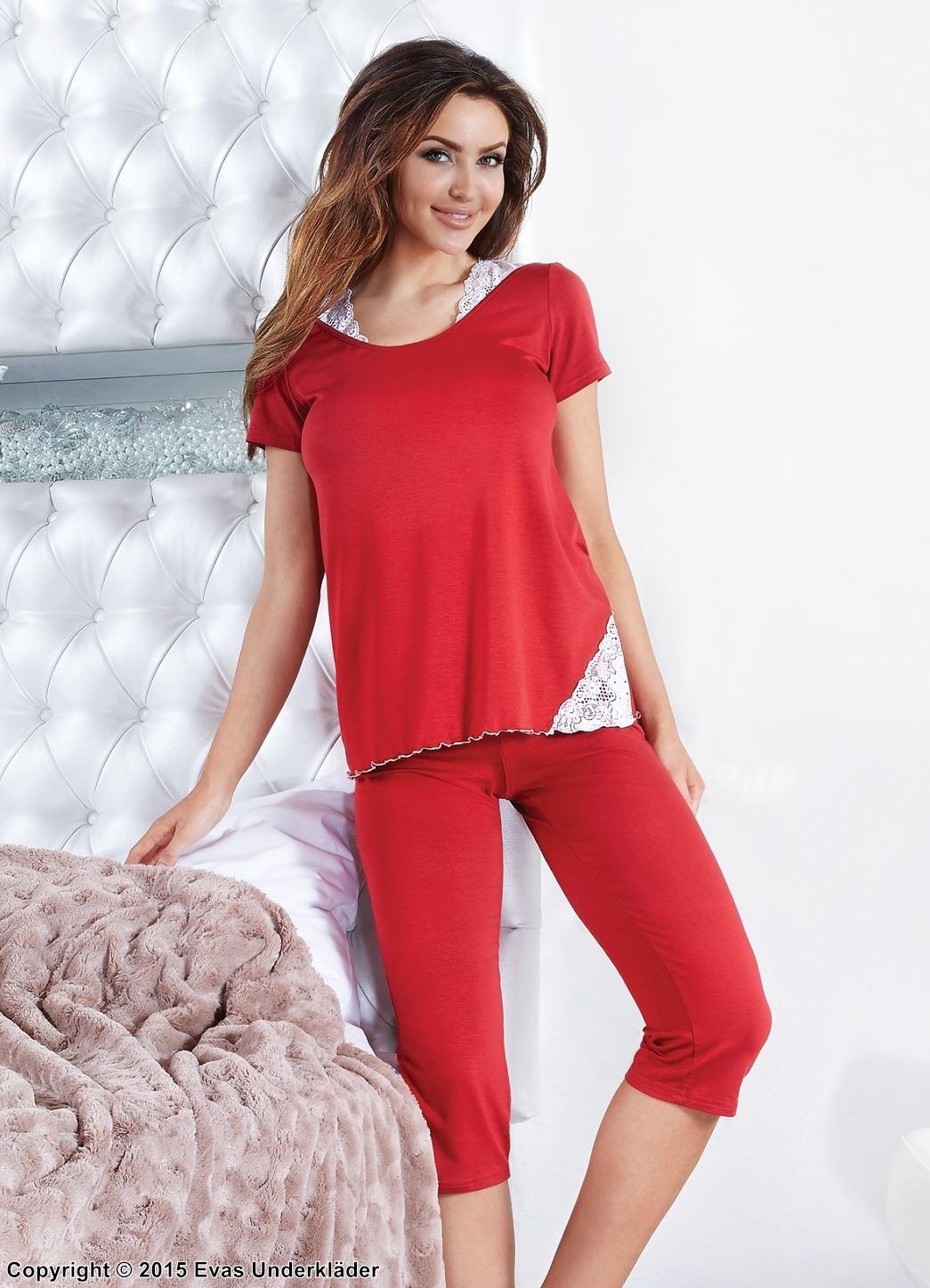 Mysig pyjamas med spetskilar